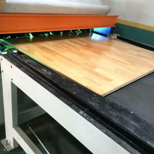 梦缘木业自动烤漆UV设备